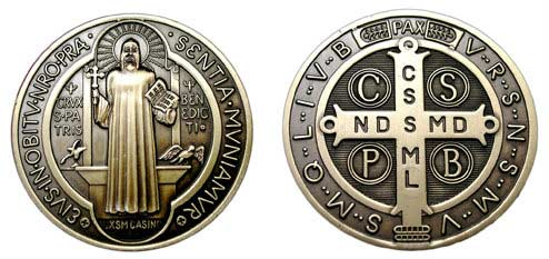 Frontal y reverso de la cruz y medalla de san benito